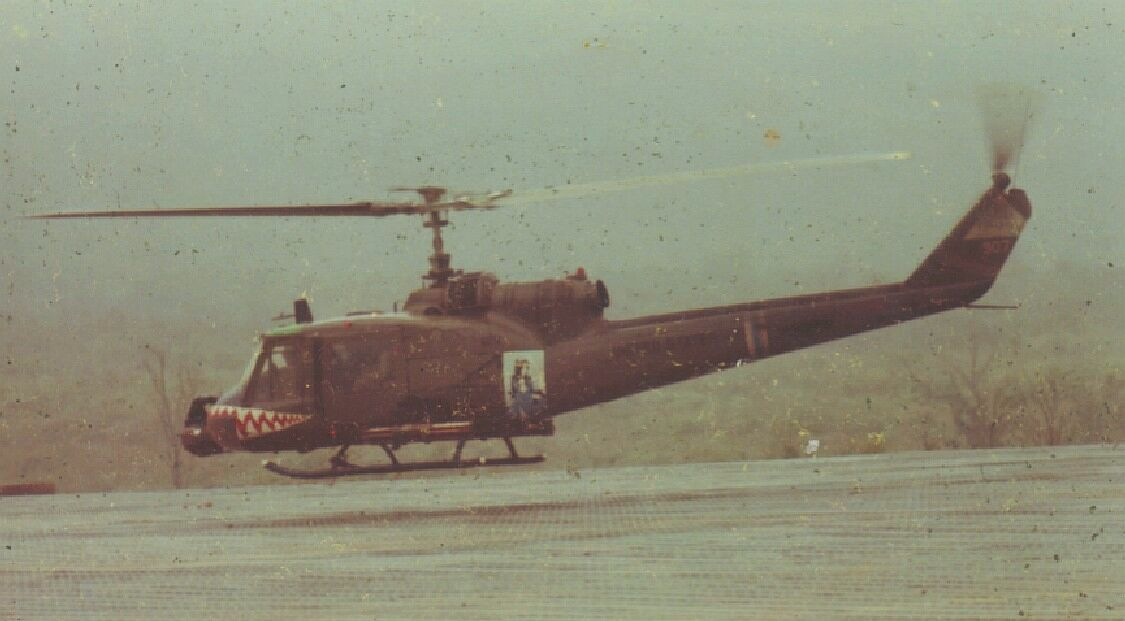 Helicoptero Bell UH-1 Huey Vg06